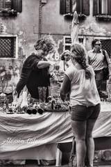 Mercatino ai Frari Venezia Canon eos 450d efs 55-250 hdr photoshop bianco e nero (OdessaAlessio) Tags: mercatino venezia vendite biancoenero donne oggetti