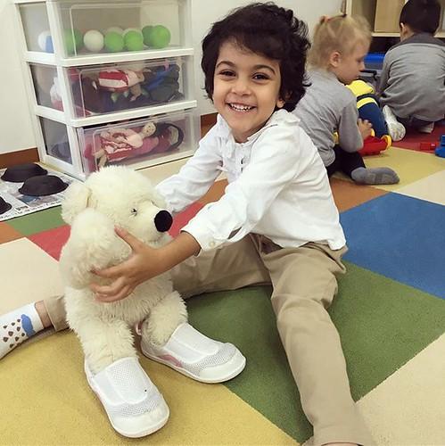 I'll share with you, teddy bear. 靴を貸してあげるよ 💕 #preschool #daycare #kindergarten #teddybear #dressup #play #tokyo #保育園 #幼稚園 #ままごと #ぬいぐるみ #港区 #東京