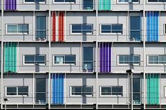 2 x verlichting (roberke) Tags: architecture architectuur ramen vensters deuren doors modern gebouw building kleurrijk kleuren colorfull almere nederland netherlands lijnen lijnenspel lines sunlight zonlicht red rood green groen blauw purper blue symmetrie symmetrisch