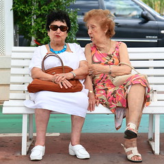 Nice Gossip! (captures.in.time) Tags: street nice france sun hot women old gossip talking handbag dress blod streetphotography people bold warm city chat