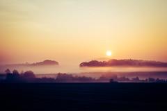 Sonnenaufgang bei Nebel (kennwitt) Tags: sonnenaufgang himmel nebel natur herbst landschaft eos