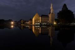 Wasserschloss Raesfeld (gabrieleskwar) Tags: nachts outdoor raesfeld schloss wasserschloss wasser architektur himmel spiegelung baum bäume haus steine