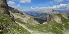 Vallon de Corne, vu de la Combe Ratin (13h54) (ViveLaMontagne67) Tags: france alpes alpen alps dévoluy bure aurouze nuages bleu ensoleillé ombres vallon vert green valley shadows sunny blue sky clouds mountain landscape panoramic panoramique 250v10f