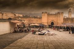 Rainy day on the souk of Fez (Sizun Eye) Tags: fes fez morroco maroc souk market rain rainy scenery scene scenic town old walls gate sizuneye nikond750 nikon50mmf18 babchorfa feselbali medina