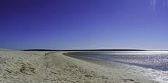 Relaxing atmosphere at Shell Beach/Western Australia (Kat-i) Tags: australien shellbeach francoisperonnationalpark westernaustralia au shark bay peronpeninsula muscheln shells strand beach himmel sky wasser water blau blu nikon1v1 kati katharina