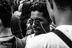 28 Parada LGBT - Santos (faneitzke) Tags: portfolio canont5eos1200d canont5 canon santos sãopaulo brasil brasile brasilien brazil brésil september setembro septembre septiembre pride paradagay paradalgbt prideparade marchedesfiertés lgbt gay diversidade diversity latinamerica amériquelatine américalatina southamerica amériquedusud américadosul latinoamerica américadelsur sudamérica gente gens people personas pessoas retrato portrait blancoynegro blackandwhite blackwhite pretoebranco monocromático monochromatic monochromephotography monochromaticphotography monochrome noiretblanc pb bw