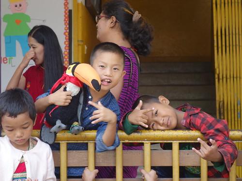 Pelico a d'ailleurs pris la pose avec les enfants