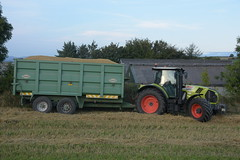 Claas Arion 640 Tractor with a Thorpe Grain Trailer (Shane Casey CK25) Tags: claas arion 640 tractor thorpe grain trailer green bartlemy traktor traktori tracteur trekker trator ciągnik harvest grain2018 grain18 harvest2018 harvest18 corn2018 corn crop tillage crops cereal cereals golden straw dust chaff county cork ireland irish farm farmer farming agri agriculture contractor field ground soil earth work working horse power horsepower hp pull pulling cut cutting knife blade blades machine machinery collect collecting nikon d7200