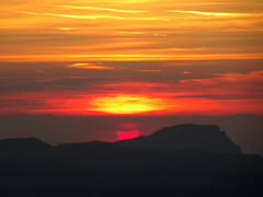 Sonnenuntergang (Priska B.) Tags: sonne stanserhorn sonnenuntergang niederlanden schweiz switzerland swiss svizzera berg horn gelb rot abendstimmung