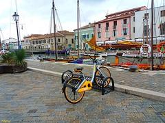 porto canale (archgionni) Tags: bike giallo yellow case homes colori colors facciate facades canale canal porto port barche boats finestre windows estate summer vacanze vacations italia italy crazygeniuses