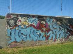 173 (en-ri) Tags: wens kare tots crew arrow azzurro topolino mickey mouse paperino donald duck rosso nero pirata pippo torino wall muro graffiti writing