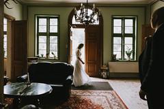 j&m Hochzeit im Schloss Friedrichsmoor (Yuliya Bahr) Tags: silhouette dark wedding bride groom castle germany door backlicht interor darkness