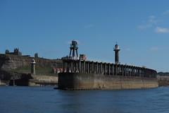 Hafen Whitby - Steuerbord (Pico 69) Tags: whitby hafen wasser landschaft england natur ruine pico69