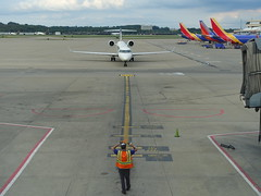 201808016 Pittsburgh airport with DL and WN airplanes (taigatrommelchen) Tags: 20180835 usa pa pennsylvania pittsburgh clouds airport airplane pit kpit dal edv swa