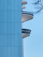 halb/halb - 50/50 (VioLum (very busy)) Tags: architecture architektur hamburg linescurves linien wall wand