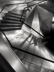 Caixaforum. Madrid (marisabosqued) Tags: escaleras stairs caixaforum madrid bn bw edificio building arquitectura monocromo monochrome smartphone teléfonomóvil android huaweip10lite snapseed
