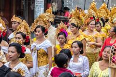 IMG_6669-tr (JLBenazra) Tags: bali cérémonie sawan indonésie costumes