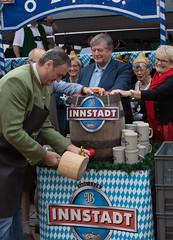 o´zapft is! (Reinhard Zimmer) Tags: oktoberfest bayern bier volksfest