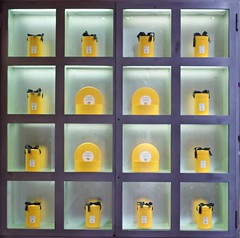 Aqua di Parma (@WineAlchemy1) Tags: aquadiparma display bologna emiliaromagna italy yellow fragrance perfume shop fashion lvmh