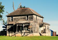 Farmhouse in Genoa, Illinois (Cragin Spring) Tags: illinois il midwest unitedstates usa unitedstatesofamerica decay farmhouse house home farm genoa genoail genoaillinois