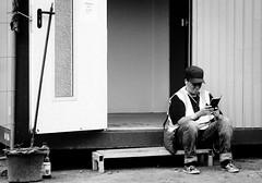 Hinter den Kulissen / Behind the scenes (Art de Lux) Tags: hamburg dom sommerdom funfair toilette mobiltoilet menschen personen people door mop eimer bucket schwarzweis sw blackandwhite bw monochrome artdelux deutschland germany tür microfourthirds mft gx8