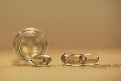 Remedy (eesquina) Tags: remedy remedio macro macromondays medicamento aceite onagra color cápsulas