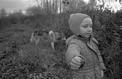 Scan-181014-0016 (Oleg Green (lost)) Tags: film 35mm astrum200 bw classic voigtlander sskopar 4025 hexarrf hyperfocal vyatka veresnikidc october kid doughter river autumn