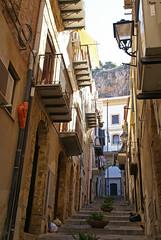 Cefalù, Via Caracciolo, Blick zur Rocca (HEN-Magonza) Tags: cefalu sizilien sicily sicilia italien italy italia