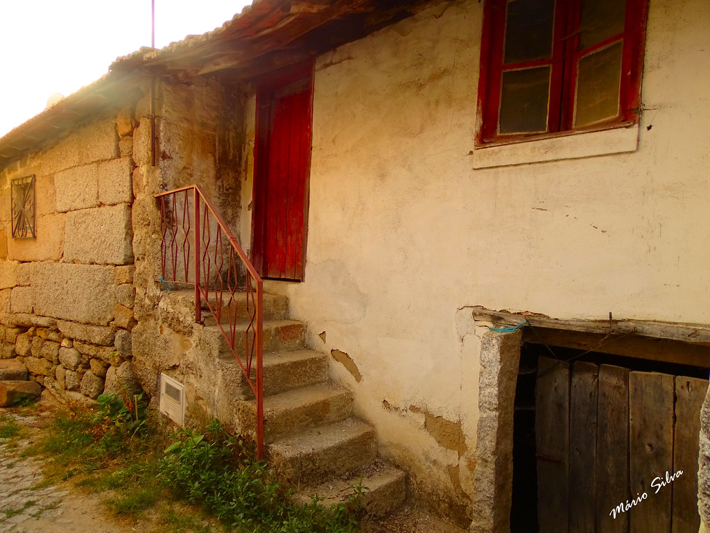 Águas Frias (Chaves) - ... casas na Aldeia ...