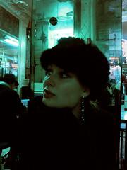 (StrategieDerOrdnung) Tags: chezjeannette paris 2003 café abend frau spiegel miroir woman mirror portrait