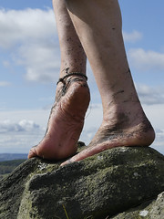 Rock sole (Barefoot Adventurer) Tags: barefoot barefooting barefooter barefoothiking barefeet barefooted baresoles barfuss muddyfeet muddysoles moorland muddy toughsoles ruggedsoles roughsoles anklet arches autumnbarefooting autumnsoles wrinkledsoles walking rocks grounding earthsoles earthing earthstainedsoles grounded healthyfeet happyfeet hardsoles heelcracks grip